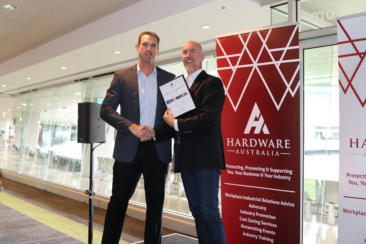 1_Hardware-Australia-Chair-Paul-Stewart-presents-Certificates-of-Appreciation3