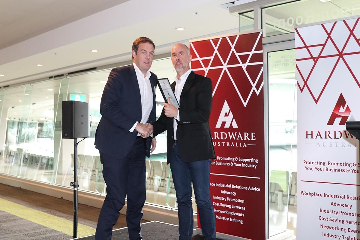 Hardware-Australia-Chair-Paul-Stewart-presents-Certificates-of-Appreciation1