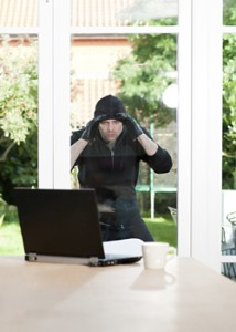 Burglar stealing a laptop_web